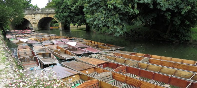 Oxford Media and Business School - punts at Magdalen Bridge
