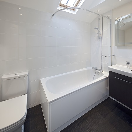 Oxford Media and Business School - student accommodation bathroom