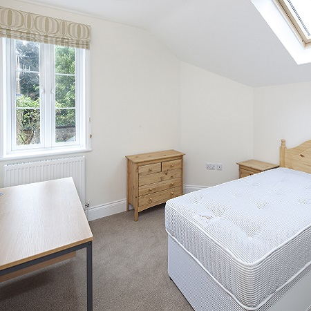 Oxford Media and Business School - student accommodation bedroom