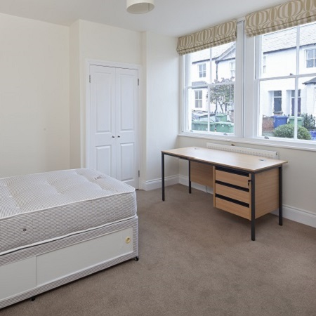 Oxford Media and Business School - student accommodation-bedroom